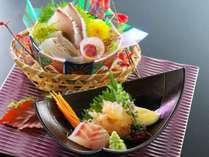 【お造り】地元で獲れた鮮魚の四種盛り合わせ。高知だからこそ味わえる、新鮮な旬魚のお造りをご堪能下さい