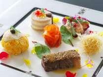【オードブル】和牛ほほ肉洋風田楽に地物伊勢海老の手毬寿司、サーモンの昆布〆風など色鮮やかに盛り付け♪
