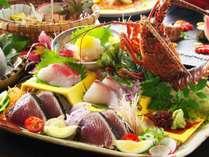 【お造り】地物伊勢海老姿造りに新鮮な旬魚、そして秋が旬の脂がのった戻り鰹の藁焼きタタキ盛り合わせ