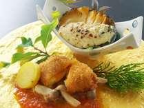 【とろとろ玉子美鮮豚包み揚げ~きのこトマト創酢~&鮑のきのこ豆乳グラタン】料理長渾身の秋の創作料理。