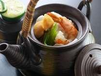 【土瓶蒸し】秋の風物詩♪松茸に鱧、海老、鶏の旨味がぎゅぎゅっと凝縮された出汁が最高に美味しい土瓶蒸し