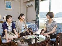 お部屋は広々とした35平米の和洋室♪ソファーも設置しております。