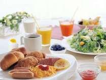 朝食は、レイクビューのレストランで、和洋バイキングです(一例)