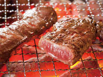 炭火でジューシーに焼き上げる炭火焼肉!当館オープンキッチンの定番メニューです♪