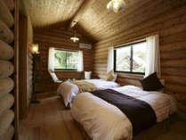 コテージ内寝室