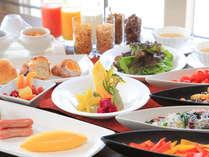 ■地元食材をふんだんに使用したホテルブレットは毎日焼きたて!/サンコーストカフェ:朝食・和洋ブッフェ