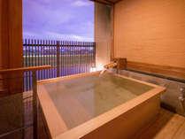 ◆準特別室-鷹取-露天風呂◆昼と夜の違った景色をお楽しみ頂けます。,福岡県,ほどあいの宿 六峰舘