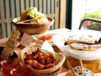【ご朝食は和洋のハーフブッフェ】爽やかな光が立ち込める雰囲気の食事処でごゆっくりと♪,福岡県,ほどあいの宿 六峰舘