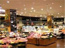 イオンモール常滑はホテルから駅をはさんですぐ近く、歩いて2分程。生鮮食品売場の様子