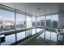 【サウナ付展望浴場「城見の湯」】(男女入替制)ホテル自慢の施設。姫路の夜景を存分にお楽しみ下さい。