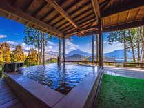 【くぬぎ】温泉は露天風呂と内湯2ヶ所あり、由布岳を見ながら贅沢に入れます。