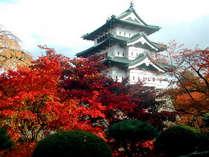 *【秋の弘前城】紅葉の名所としても有名◎