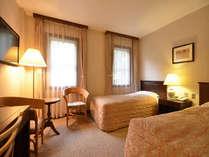 [客室]スタンダードルーム(20平米)/シングルサイズのベッドが2台入ったお部屋です。
