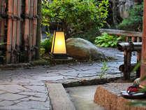 季節の移ろいを感じて頂ける庭でごゆっくり散策をお楽しみください。