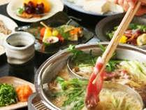 味噌仕立ての牡丹鍋と醤油ベースのキジ鍋をひとつのお鍋で仕切って食べる二色鍋☆