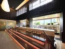 【足湯Cafe&Bar待宵】(営業時間 15:00~21:00)シニアソムリエ厳選の美酒お愉しみいただけます。