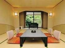 落ち着きのある山側の15畳和室