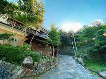 外観/湯平温泉は江戸時代から残る石畳を無数の提灯が灯すノスタルジックな温泉街です。