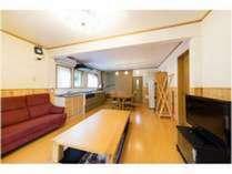 【リニューアル棟】5LDKの洋室棟。3人掛けソファー