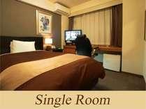 シングルルーム セミダブルベッド1台のお部屋です。
