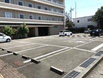 平面駐車場をご用意しております