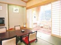 【別館・ペット同伴可】小型犬と一緒に泊まれる別館和室は12畳以上の広さ。