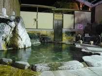 リニューアルなった女性岩風呂大浴場・19時から22時までは女性専用、打たせ・蒸し風呂・洞窟風呂