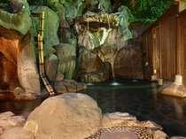 岩風呂露天の打たせ湯・洞窟風呂(19時から22時までは女性専用!)