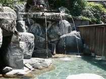 【岩風呂大浴場「和みの湯」】うたせ湯、洞窟風呂、蒸し風呂がある混浴露天(19時から22時は女性専用)
