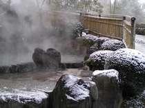 露天風呂、雪景色