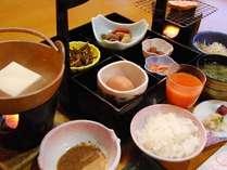 和朝食セットメニューの一例。※状況により和朝食セットメニューでご提供する場合がございます。