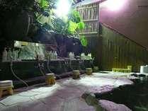 【岩風呂大浴場】ph値9.10月(アルカリ性)石鹸水のようにぬるっとした泉質の露天風呂です。
