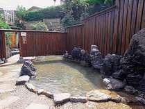 男性大浴場【岩造り露天風呂】ドアを開けて奥は混浴になります。
