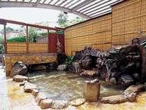 男性大浴場【岩風呂大浴場】趣ある岩造り内湯でかけ流しの湯を存分に楽しんでください。