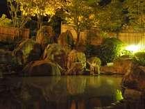 男性大浴場【岩造り露天風呂】季節の移ろいを肌で感じながらゆったり温泉♪