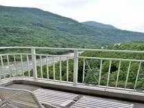 山側【最上階★和室10~12・5畳】客室の東側は眺望の良い景色を眺めてゆっくり寛げます。