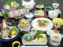 天領もち豚のシャフ゛シャフ゛など郷土食をいかした会席料理。