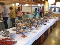 約50種の和・洋バイキング朝食。