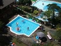 お子様に人気!滝すべり付の屋外プール営業中!/9月2日(日)まで営業します