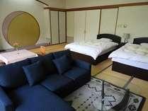 和室にTWNベッド&ソファ-。