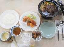 煮込みハンバ-グ・海老フライ等がメインのお子様向け洋風料理