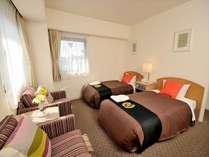 ツインルームのお部屋は広々24平米♪ベッドサイズは100cm×2台