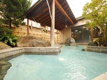 *【露天風呂(男性)】当館自慢の温泉はやっぱり外湯が一番オススメです。