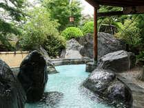 *【露天風呂(男性)】24時間入浴可能。早朝や夕暮れ、夜と、異なる雰囲気もお楽しみください。