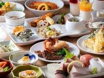 東館バイキングレストラン月波楼は和洋約80以上の品目をお楽しみいただけます。