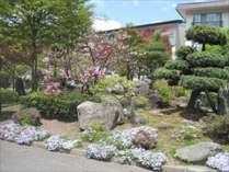 四季折々の木々や季節の花が咲く庭園