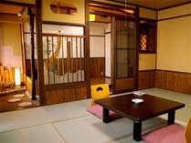 ■特別室■和室8畳+4畳の広々とした和室。風情ある設えとセパレートのバストイレ付きなのが魅力です。