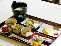 ■朝食一例■湯豆腐・焼魚・だし巻きをメインとした和朝食をご用意致します。