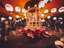 【会津磐梯山踊り】赤べこ一杯の会場で三大民謡踊りの1つを踊りましょう。振る舞い酒もご一緒に♪11月末迄