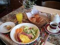 ホッカホカのパンはおかわり自由(朝食一例)